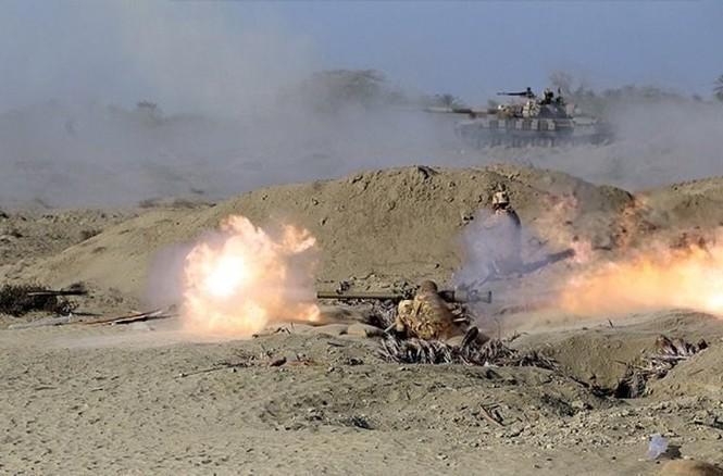 Quân đội Iran ào ào tấn công mục tiêu - ảnh 6