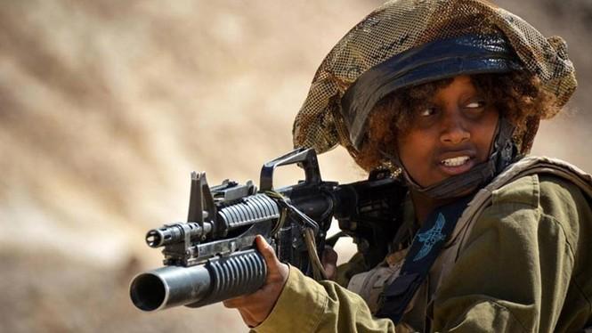 Nữ binh sĩ Israel và vẻ đẹp của bóng hồng trong lửa đạn - ảnh 7