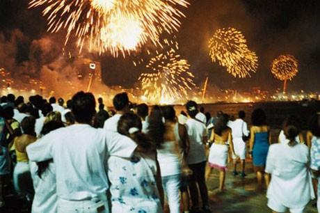 19 tục lệ đón năm mới kỳ lạ trên thế giới - ảnh 7