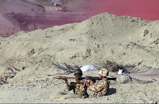 Quân đội Iran ào ào tấn công mục tiêu - ảnh 8