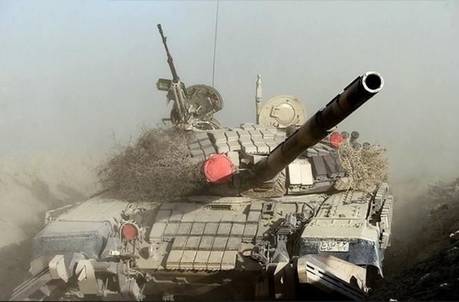 Quân đội Iran ào ào tấn công mục tiêu - ảnh 1