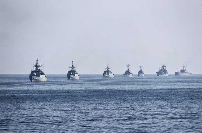 Tập trận trên biển, Hải quân Iran khoe tàu ngầm, chiến hạm - ảnh 8