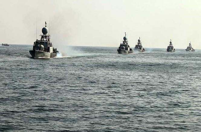 Tập trận trên biển, Hải quân Iran khoe tàu ngầm, chiến hạm - ảnh 11