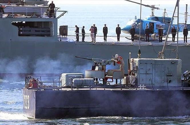 Tập trận trên biển, Hải quân Iran khoe tàu ngầm, chiến hạm - ảnh 12
