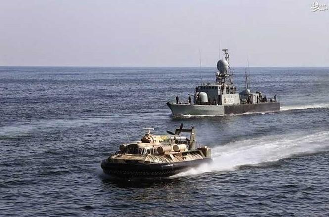 Tập trận trên biển, Hải quân Iran khoe tàu ngầm, chiến hạm - ảnh 13