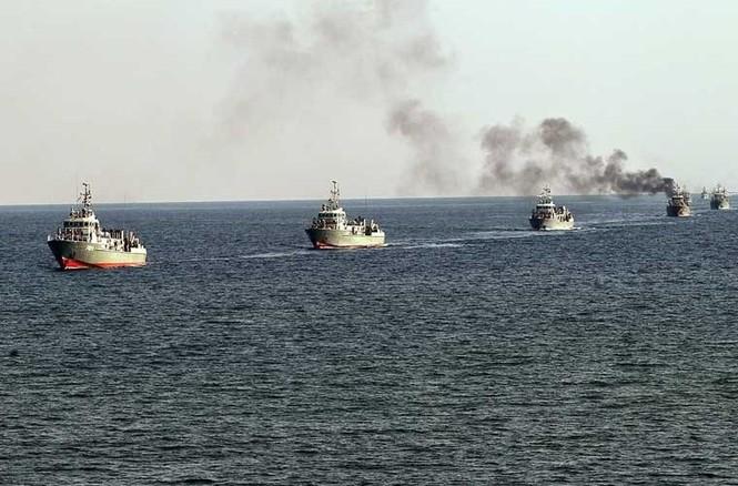 Tập trận trên biển, Hải quân Iran khoe tàu ngầm, chiến hạm - ảnh 15