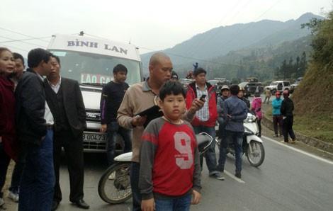 Lật xe tải gây tắc đường Lào Cai - Sa Pa - ảnh 3