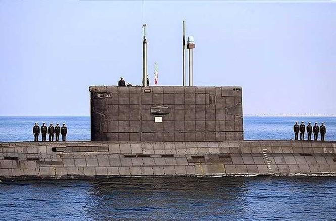 Tập trận trên biển, Hải quân Iran khoe tàu ngầm, chiến hạm - ảnh 1