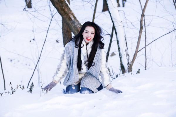 Thúy Hằng chụp hình giữa trời tuyết âm 17 độ - ảnh 3