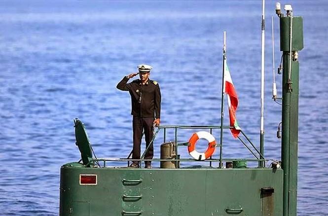 Tập trận trên biển, Hải quân Iran khoe tàu ngầm, chiến hạm - ảnh 3