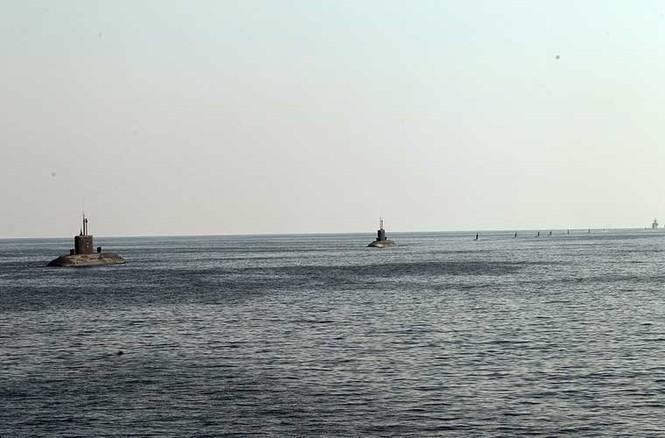 Tập trận trên biển, Hải quân Iran khoe tàu ngầm, chiến hạm - ảnh 4