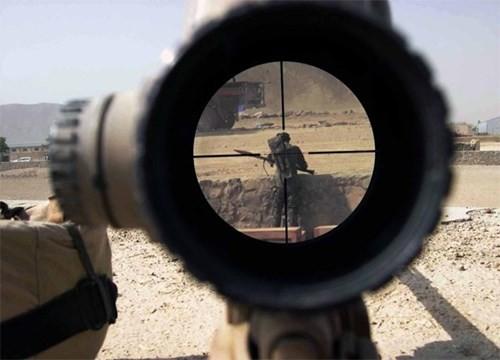 Tận thấy những kỷ lục bắn tỉa của quân đội Mỹ, Anh - ảnh 1