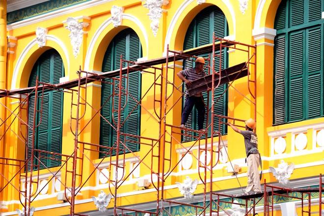 Tòa nhà 130 tuổi ở Sài Gòn thay 'áo mới' - ảnh 9