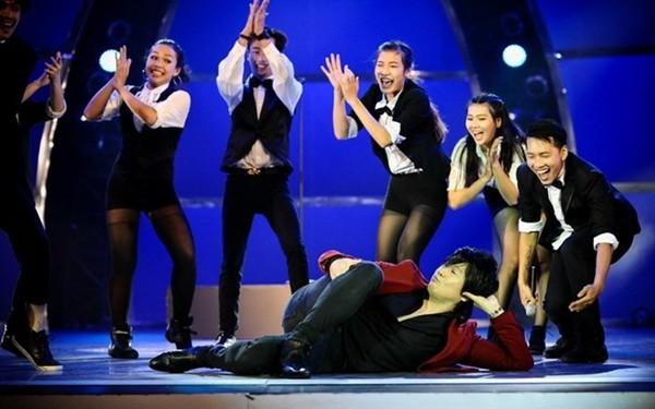 Hồ Ngọc Hà gục xuống sân khấu khi 'Cố xóa hết' - ảnh 11
