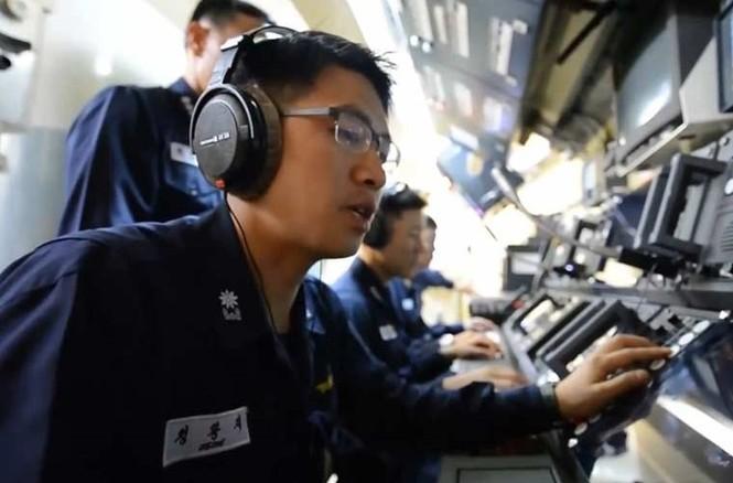 'Đột nhập' bên trong siêu tàu ngầm Hàn Quốc - ảnh 13