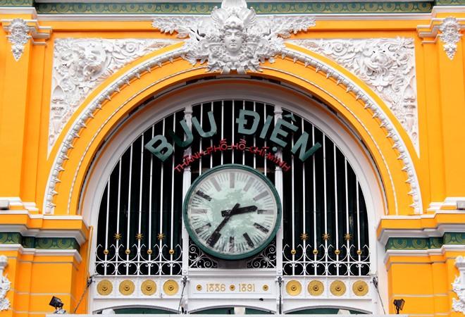 Tòa nhà 130 tuổi ở Sài Gòn thay 'áo mới' - ảnh 1