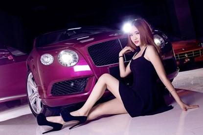 Mỹ nhân khoe đường cong siêu gợi cảm bên Bentley hồng - ảnh 6
