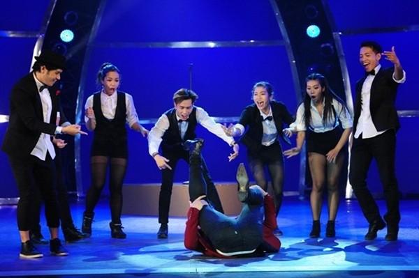 Hồ Ngọc Hà gục xuống sân khấu khi 'Cố xóa hết' - ảnh 9