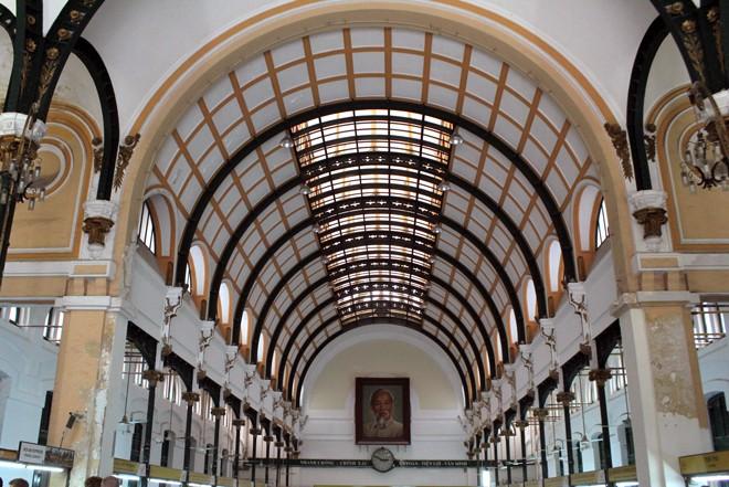 Tòa nhà 130 tuổi ở Sài Gòn thay 'áo mới' - ảnh 8