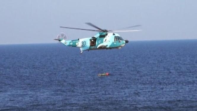 Phô trương sức mạnh, Iran phóng tên lửa ào ạt trên biển - ảnh 8