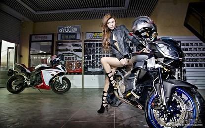 Mỹ nhân khoe chân dài miên man bên siêu môtô - ảnh 10