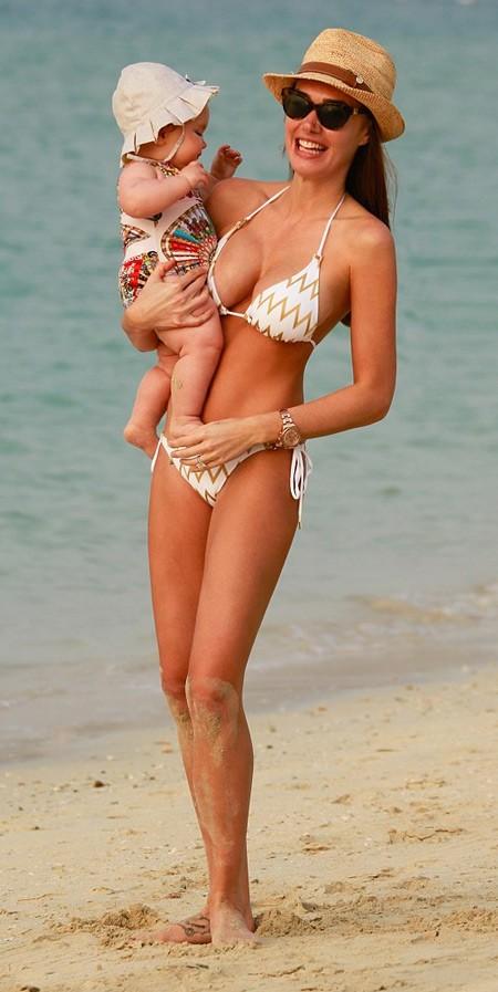 Con gái tỉ phú khoe dáng như người mẫu trên bãi biển - ảnh 3