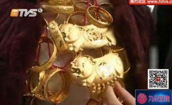 Cô dâu đeo 5kg vàng trong ngày cưới - ảnh 4