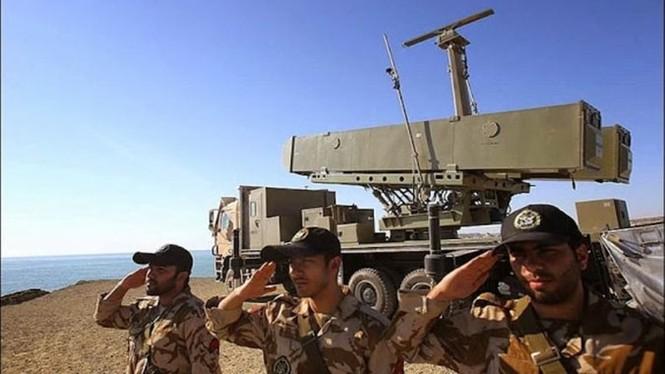 Phô trương sức mạnh, Iran phóng tên lửa ào ạt trên biển - ảnh 3