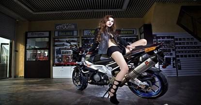 Mỹ nhân khoe chân dài miên man bên siêu môtô - ảnh 5