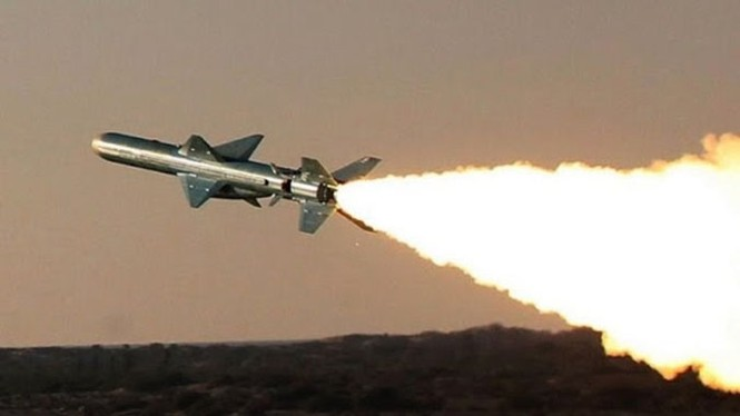 Phô trương sức mạnh, Iran phóng tên lửa ào ạt trên biển - ảnh 5