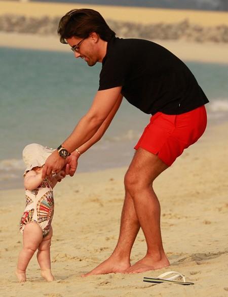 Con gái tỉ phú khoe dáng như người mẫu trên bãi biển - ảnh 6