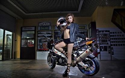 Mỹ nhân khoe chân dài miên man bên siêu môtô - ảnh 6