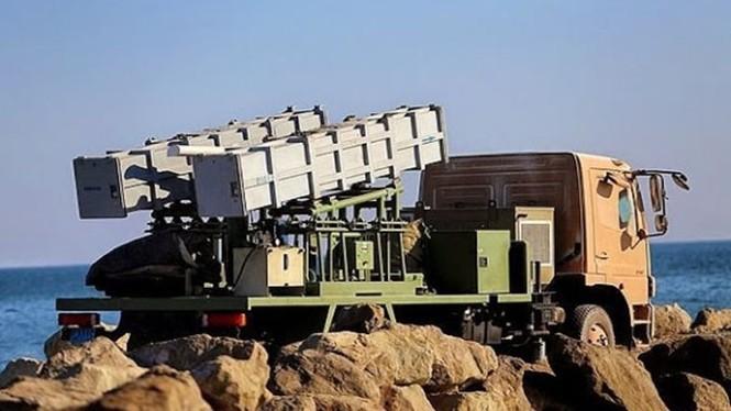 Phô trương sức mạnh, Iran phóng tên lửa ào ạt trên biển - ảnh 6