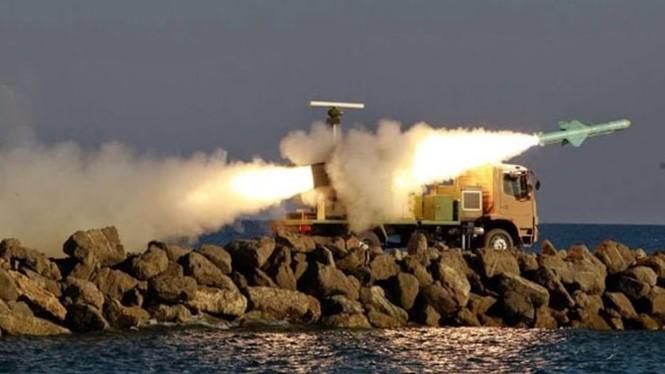 Phô trương sức mạnh, Iran phóng tên lửa ào ạt trên biển - ảnh 7