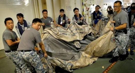 Mở rộng tìm kiếm mảnh vỡ và thi thể nạn nhân QZ8501 - ảnh 1