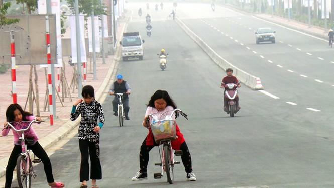 Xử nghiêm người đỗ xe, chụp ảnh trên cầu Nhật Tân - ảnh 8