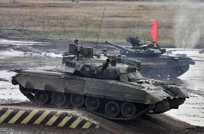 Tận thấy những màn trình diễn ngoạn mục của xe tăng Nga - ảnh 4