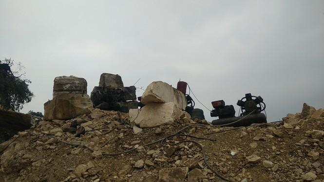 Hãi hùng, đang lái máy xúc bất ngờ bị khối đá chục tấn đè bẹp - ảnh 6