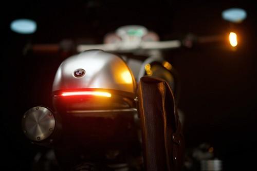 Cận cảnh BMW R NineT theo phong cách 'cafe racer' - ảnh 10