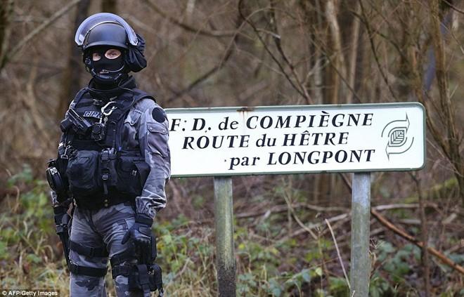 Theo chân đặc nhiệm truy lùng nghi phạm thảm sát Paris - ảnh 9
