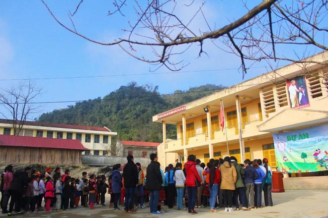Trường học vùng cao bừng sáng bởi sắc đào - ảnh 1