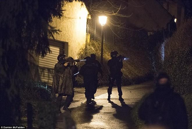 Theo chân đặc nhiệm truy lùng nghi phạm thảm sát Paris - ảnh 2
