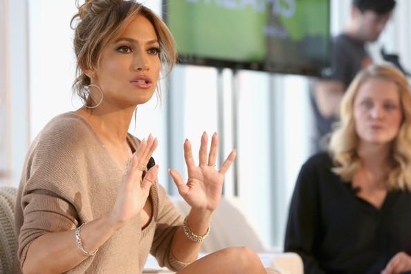 Jennifer Lopez đóng cảnh nóng với người trẻ hơn mình 18 tuổi - ảnh 2