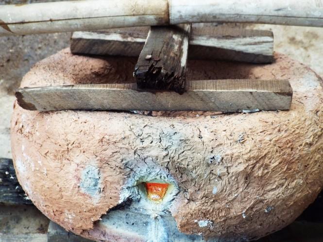 Làng đúc đồng trăm năm tuổi đỏ lửa vào mùa Tết - ảnh 9