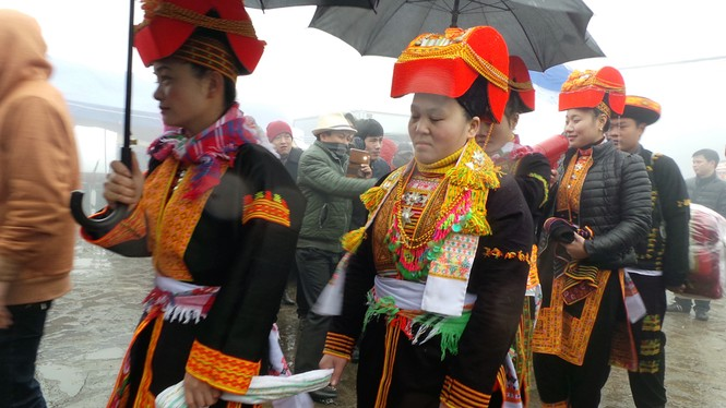 Lễ đón dâu trên đỉnh Mẫu Sơn buốt giá - ảnh 3