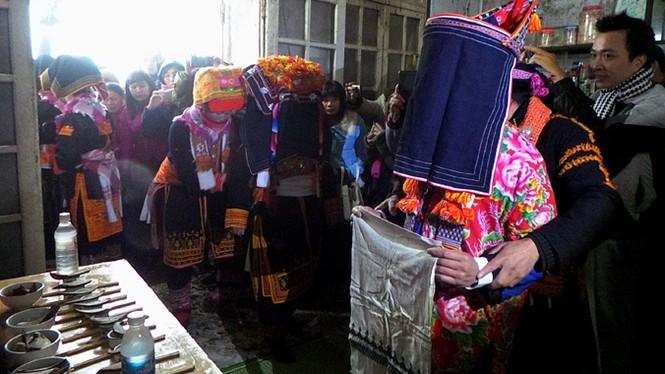 Lễ đón dâu trên đỉnh Mẫu Sơn buốt giá - ảnh 5