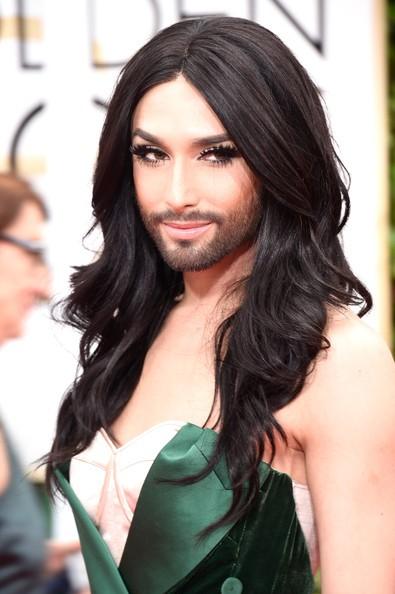 Người đẹp có râu mặc váy xẻ bạo trên thảm đỏ - ảnh 8