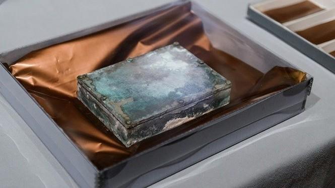 Vén màn bí ẩn bên trong hộp thời gian 220 tuổi - ảnh 1