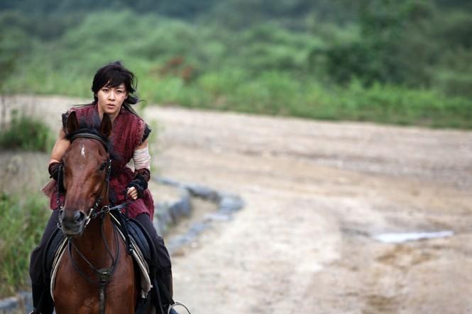 """Những vai diễn hoàng hậu làm """"khuynh đảo"""" màn ảnh Hàn Quốc - ảnh 2"""