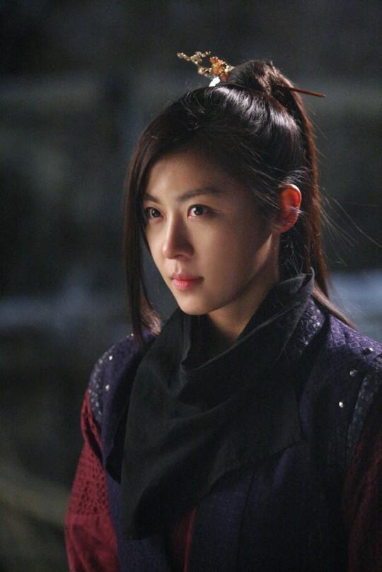 """Những vai diễn hoàng hậu làm """"khuynh đảo"""" màn ảnh Hàn Quốc - ảnh 3"""